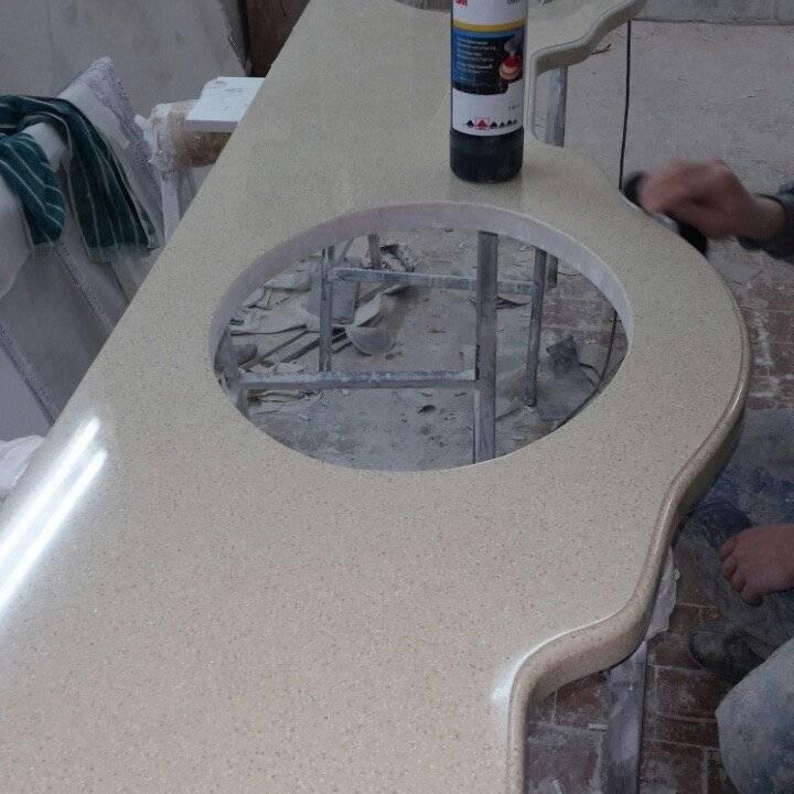Столешница для кухни своими руками: как обновить столешницу с помощью плитки? особенности кухонных столешниц из дерева. как сделать бетонную модель?