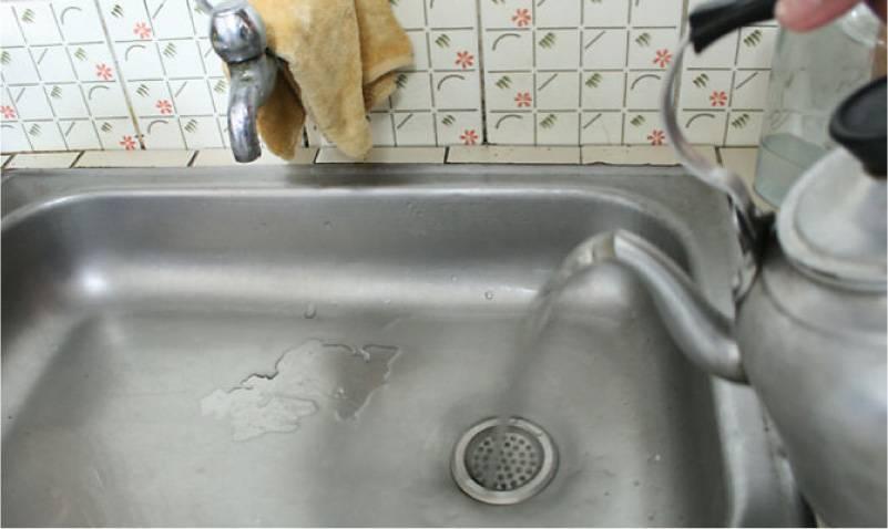 Как прочистить засор в раковине на кухне в домашних условиях: устранить народными методами, прочищение в мойке содой и уксусом
