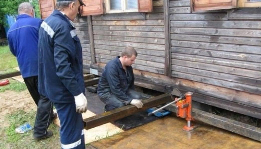 Домкраты для деревянных домов: расчет массы конструкции и основные моменты подъема