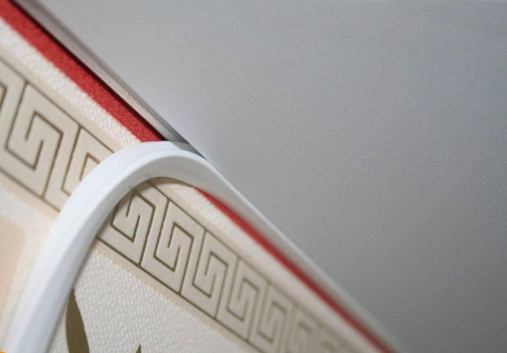 Как выбрать плинтус на потолок?