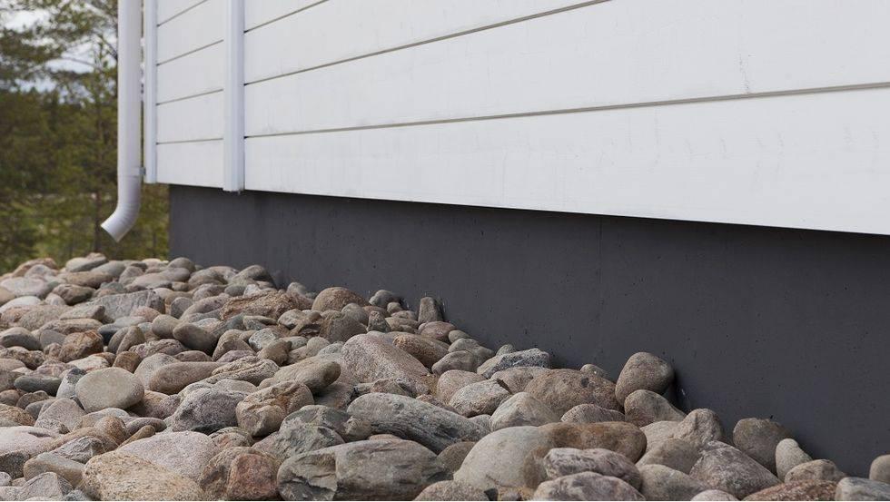 Облицовка керамогранитом цоколя частного дома: недостатки, технологии укладки и монтаж