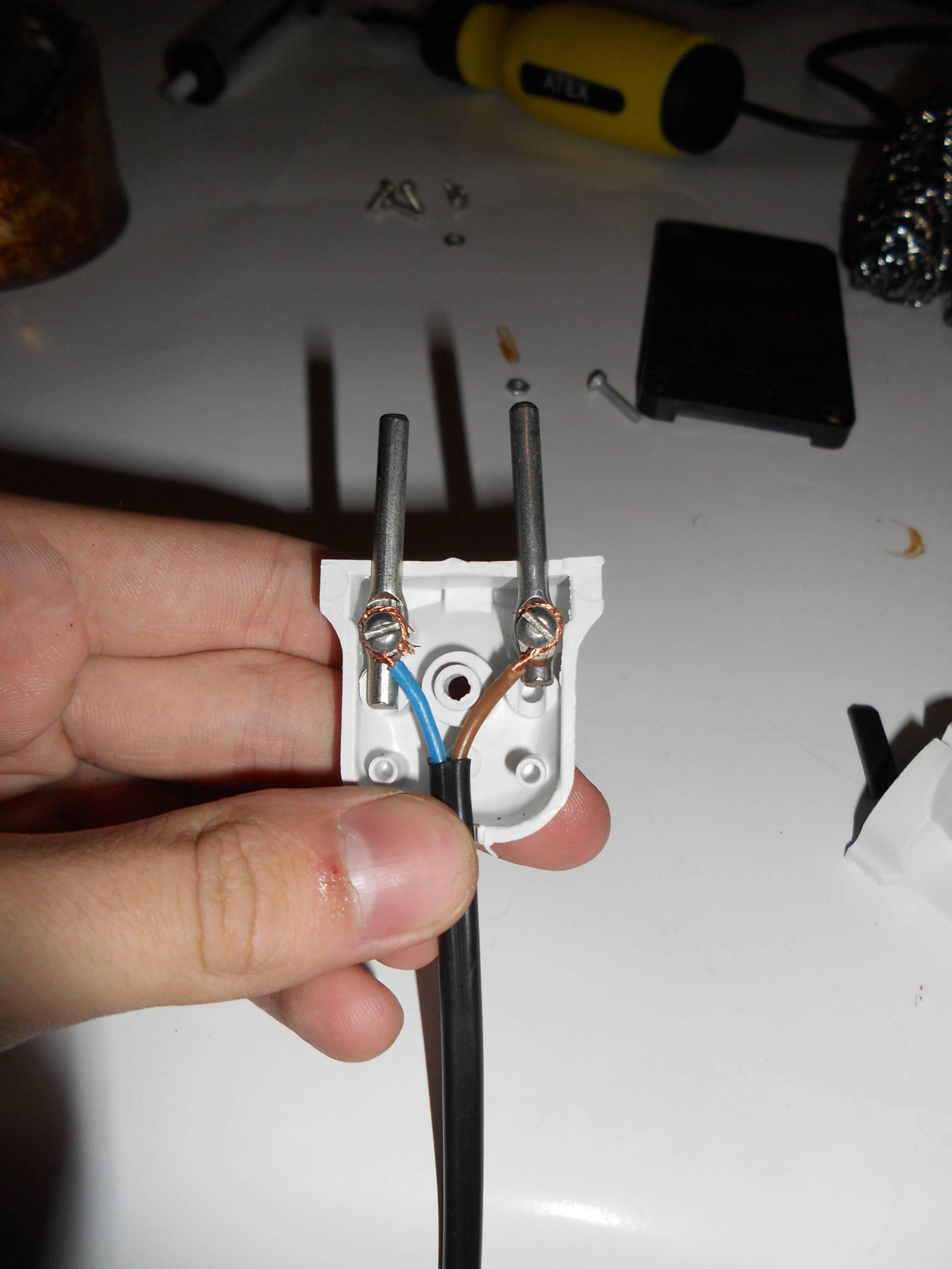 Как подключить трехжильный провод к вилке
