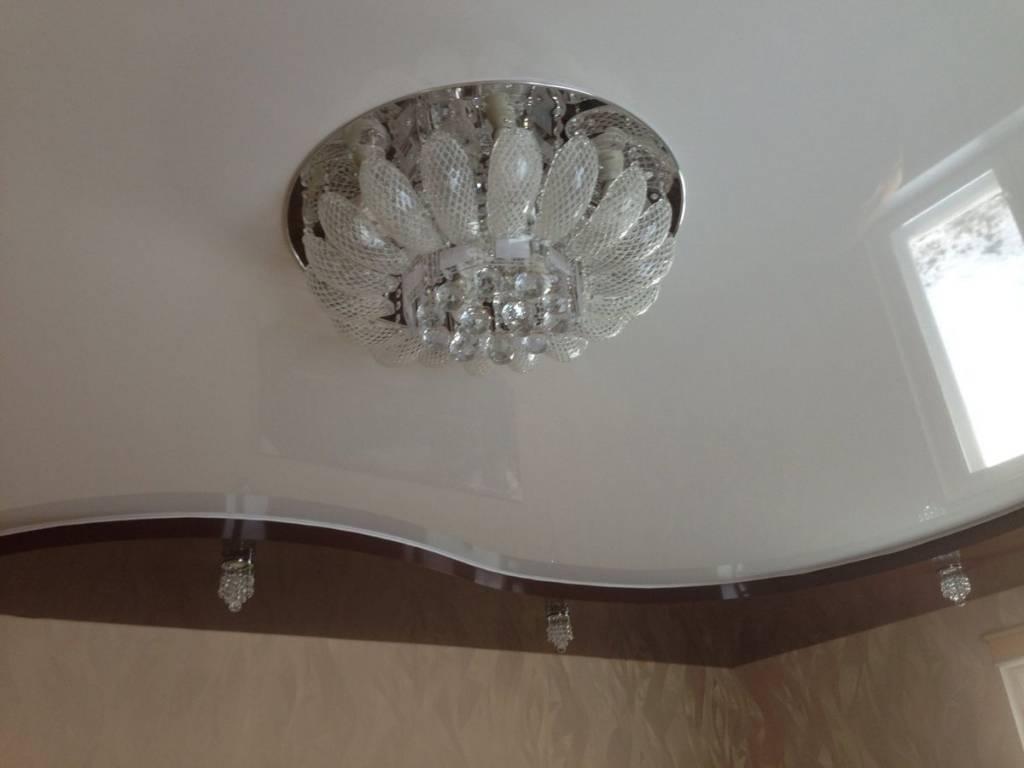 Как правильно сделать крепление люстры на натяжной потолок, как крепить, фото и видео примеры