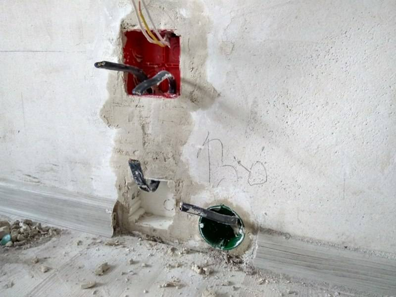 Как установить подрозетник в бетонную стену - частые ошибки и правила. монтаж розеток без подрозетника, сверление высокопрочного бетона. крепеж без раствора.