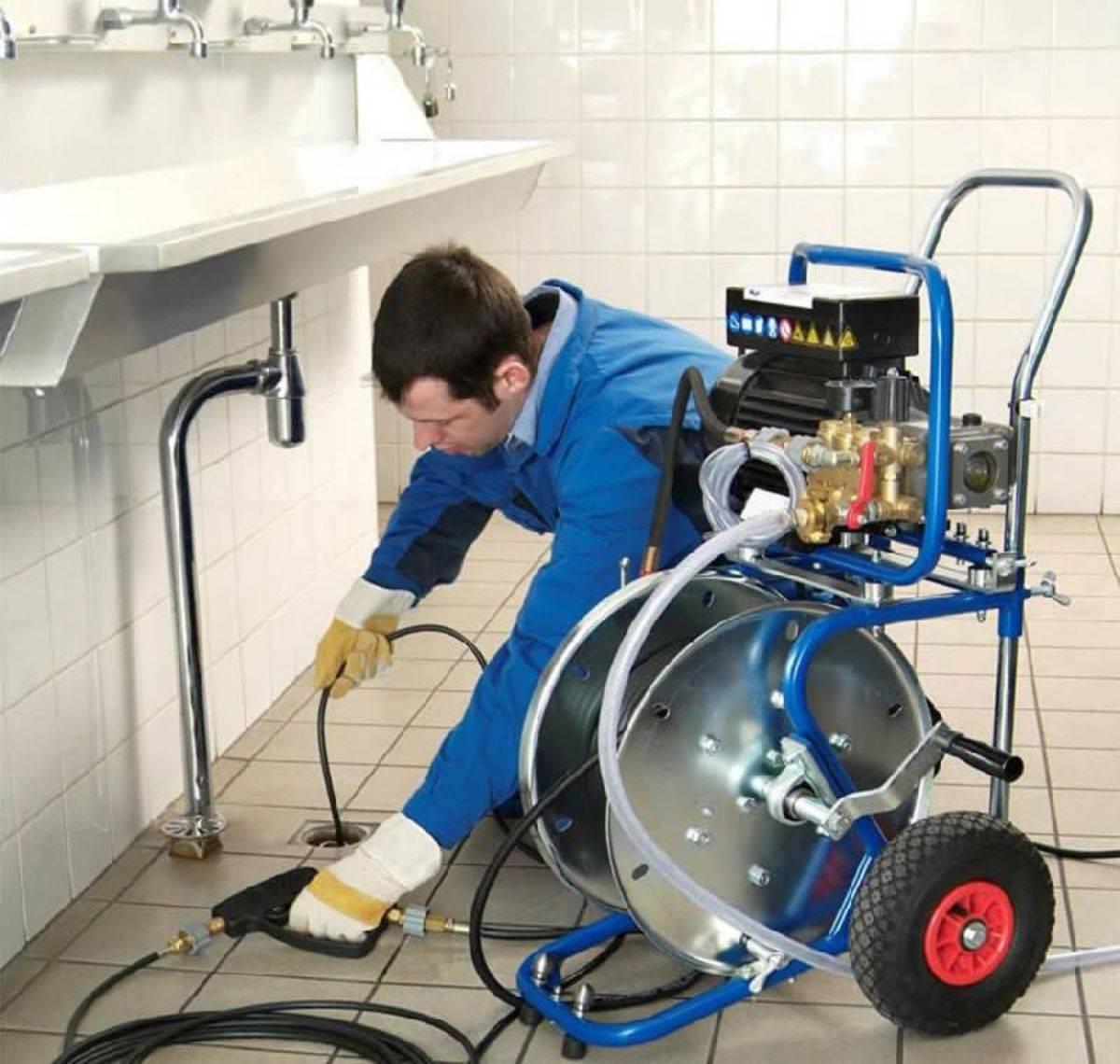 Как выбрать хорошую гидродинамическую машину для прочистки канализационных труб