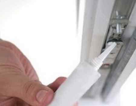 Смазка фурнитуры и уплотнителей пластиковых окон своими руками