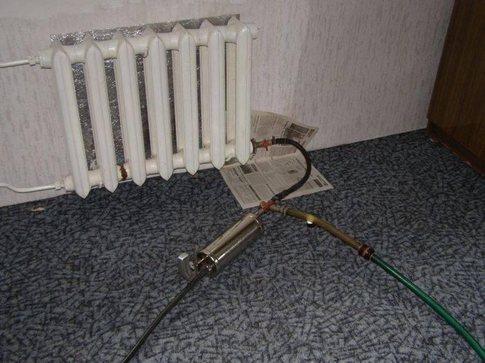 Промывка батарей отопления в домашних условиях: чугунные радиаторы в квартире и алюминиевые