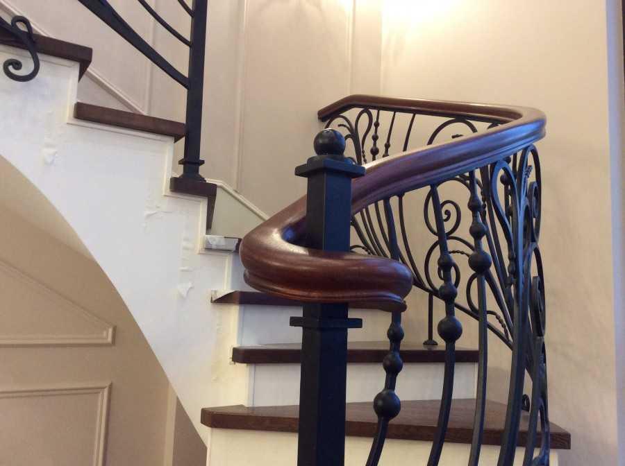 Перила для лестниц: фото, видео, виды, металлические, кованные, деревянные