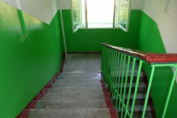 Почему подъезды в ссср красили в синий и зеленый цвет