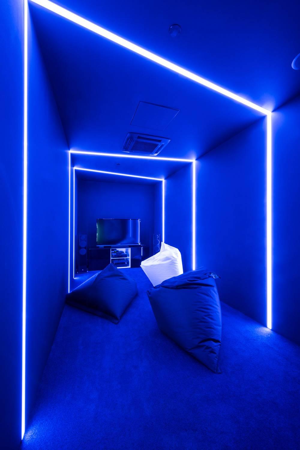 Виды освещения потолка и дизайнерские идеи для разных комнат | +80 фото