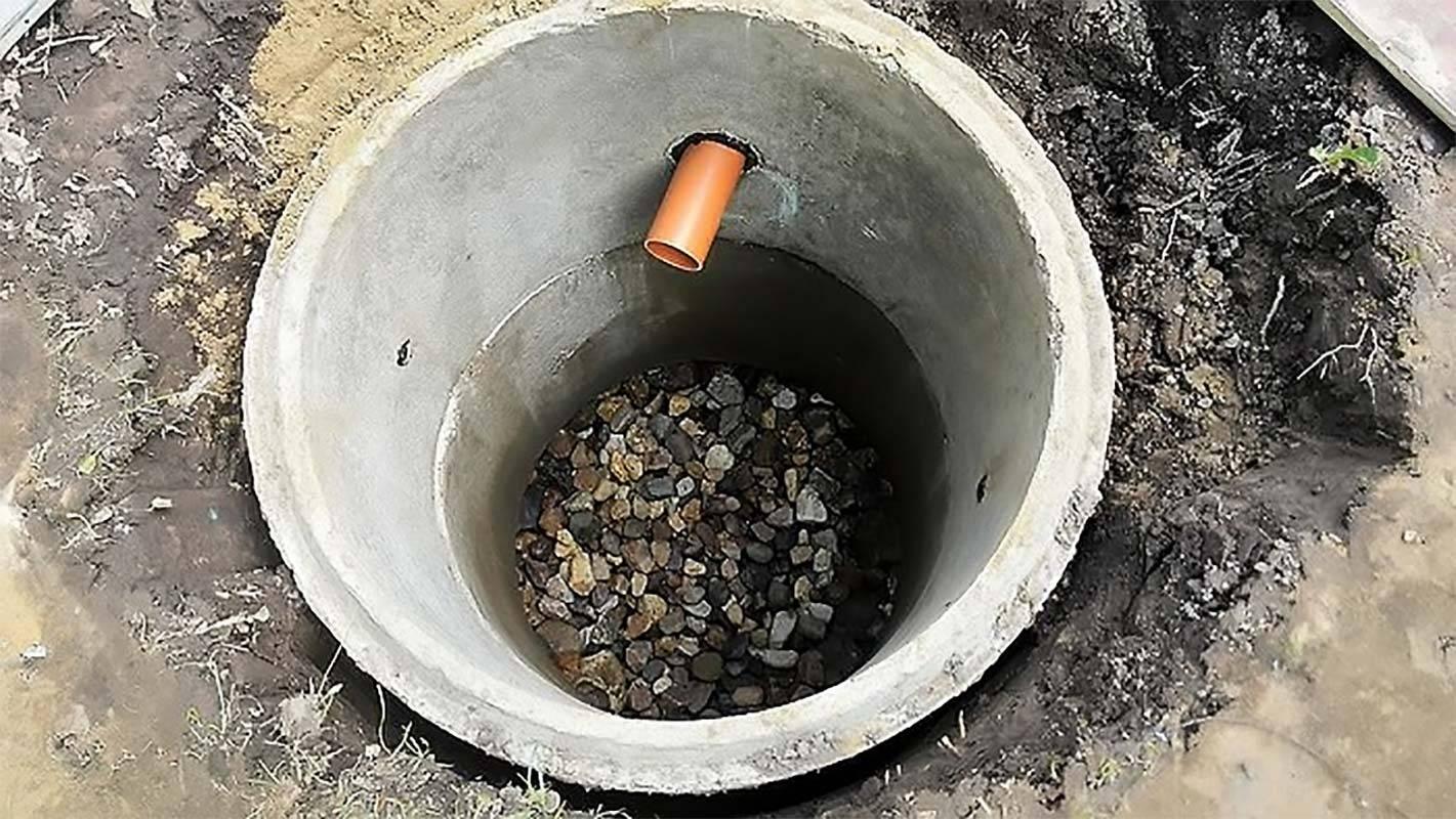 Очистка выгребных ям и туалетов без откачки: химическим и народными средствами