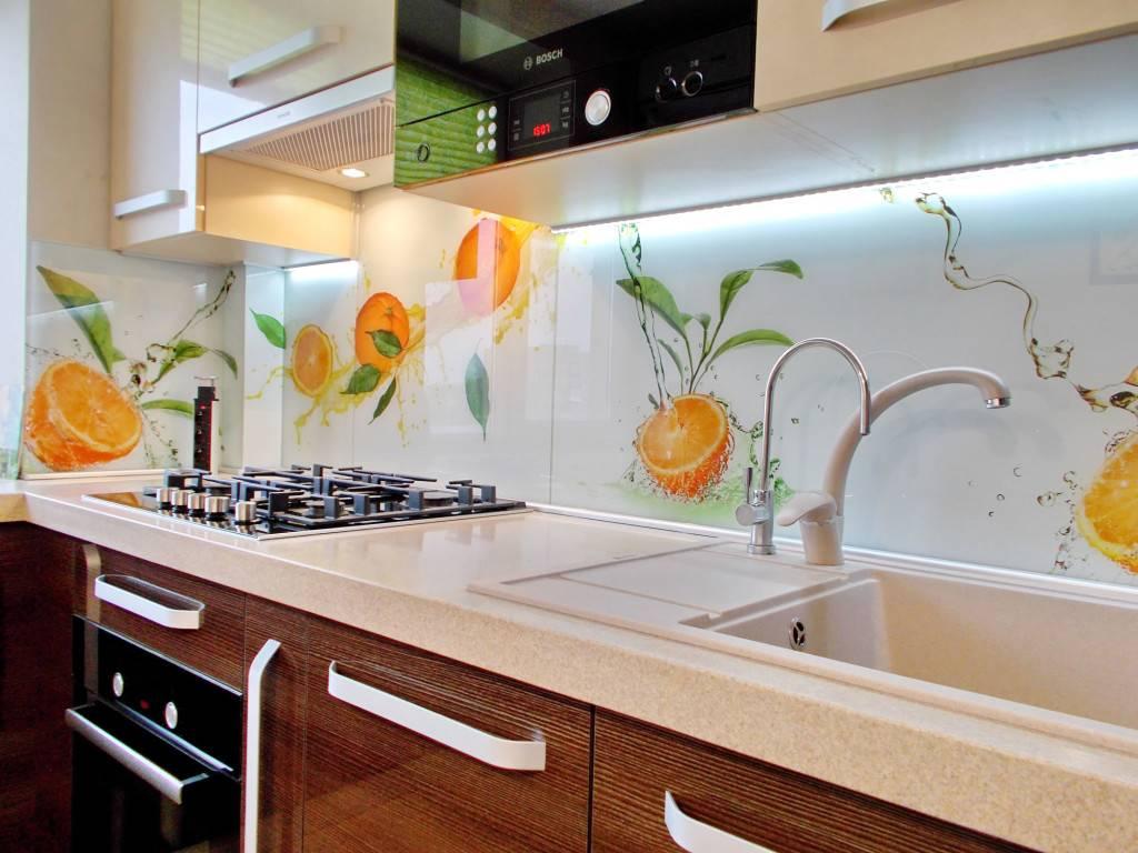 Фартуки для кухни из стекла: 70 лучших фото из каталогов и реальных интерьеров