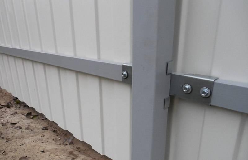 Забор из профнастила своими руками - установка, схемы и расчет