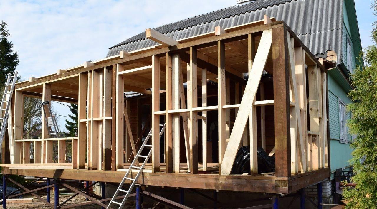 Как сделать столбчатый фундамент для веранды к дому своими руками из бетона, камня, труб и бревен и как прекратить поднятие основания в будущем, если оно возникло
