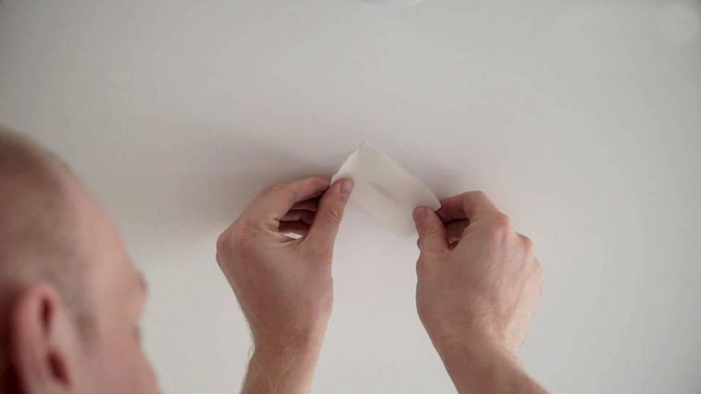 Ремонт натяжных потолков после пореза: как заклеить своими руками, что делать в случае повреждения потолочного покрытия, как заделать и устранить порез