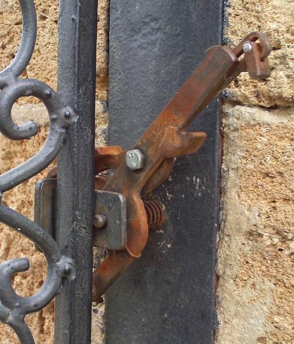 Как врезать замок в калитку из профнастила и металлического профиля