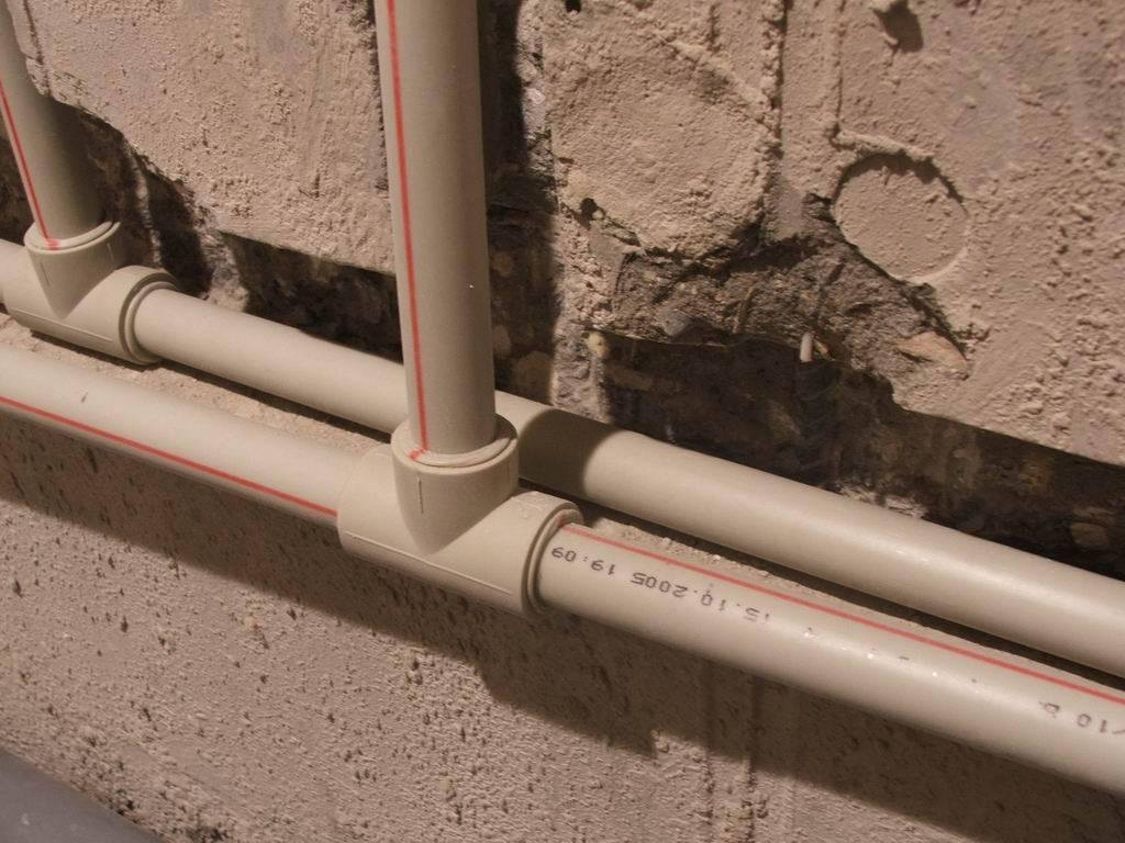 Какие трубы лучше выбрать для водопровода: металлопластик или полипропилен?