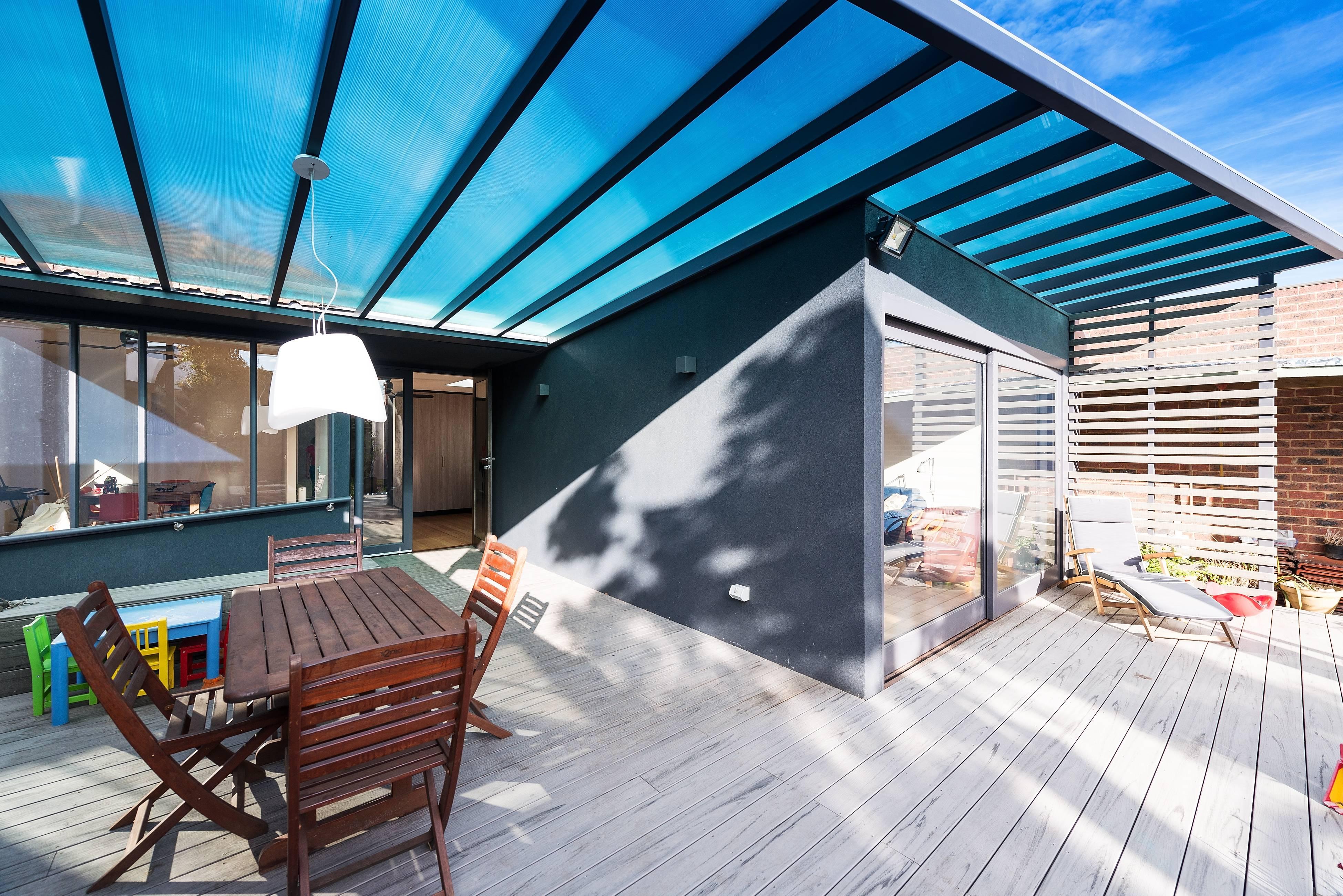 Крыша над террасой - 16 великолепных фото