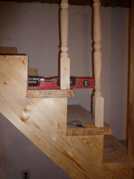Как крепить балясины к ступеням и перилам лестницы