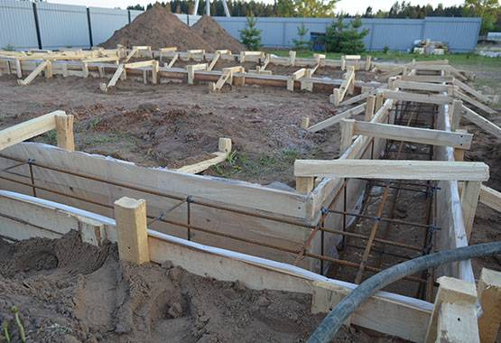 Когда снимать опалубку после заливки бетона: технология демонтажа