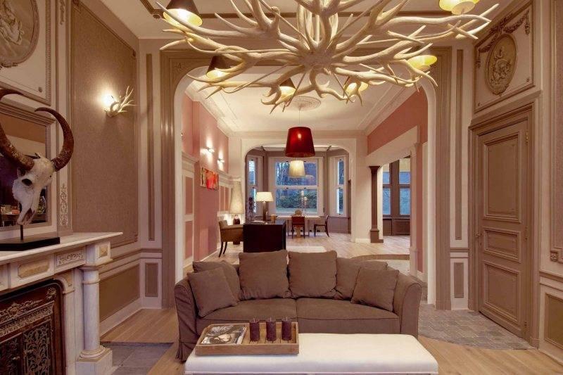 Лепнина на потолке: виды по материалу, дизайну, варианты расположения лепного декора