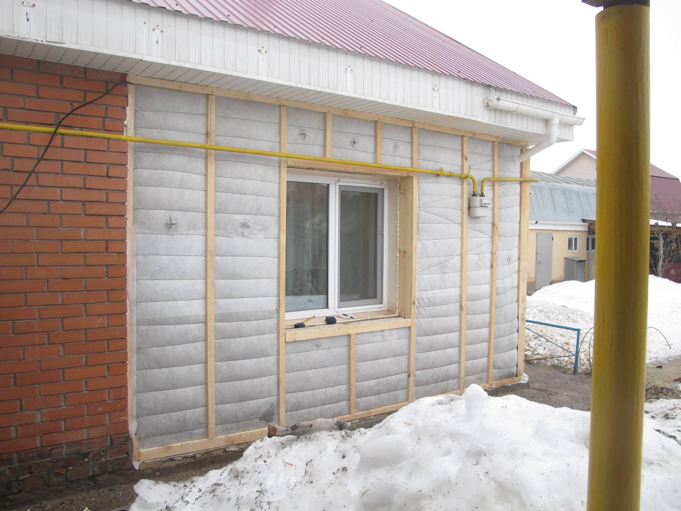 Как лучше утеплить брусовый дом снаружи?