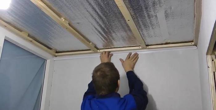 Потолок на балконе из пластиковых панелей: отделка потолка на лоджии панелями пвх, как сделать пластиковый потолок своими руками, обшивка, как обшить, отделка