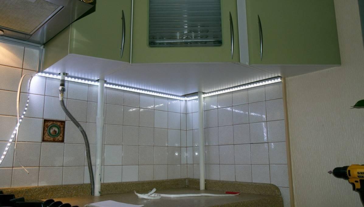 Монтаж светодиодной ленты на кухне под шкафами