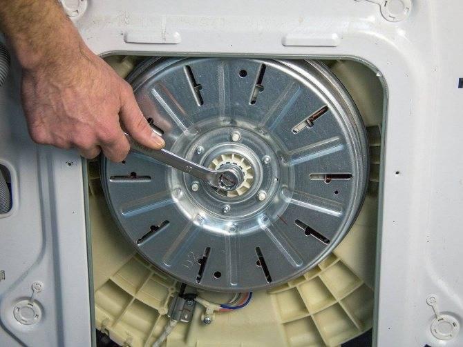 Не крутится барабан в стиральной машине ✅: причины, почему не вращается при стирке, ремонт, заклинило, что делать когда гудит, набирает воду но не крутит