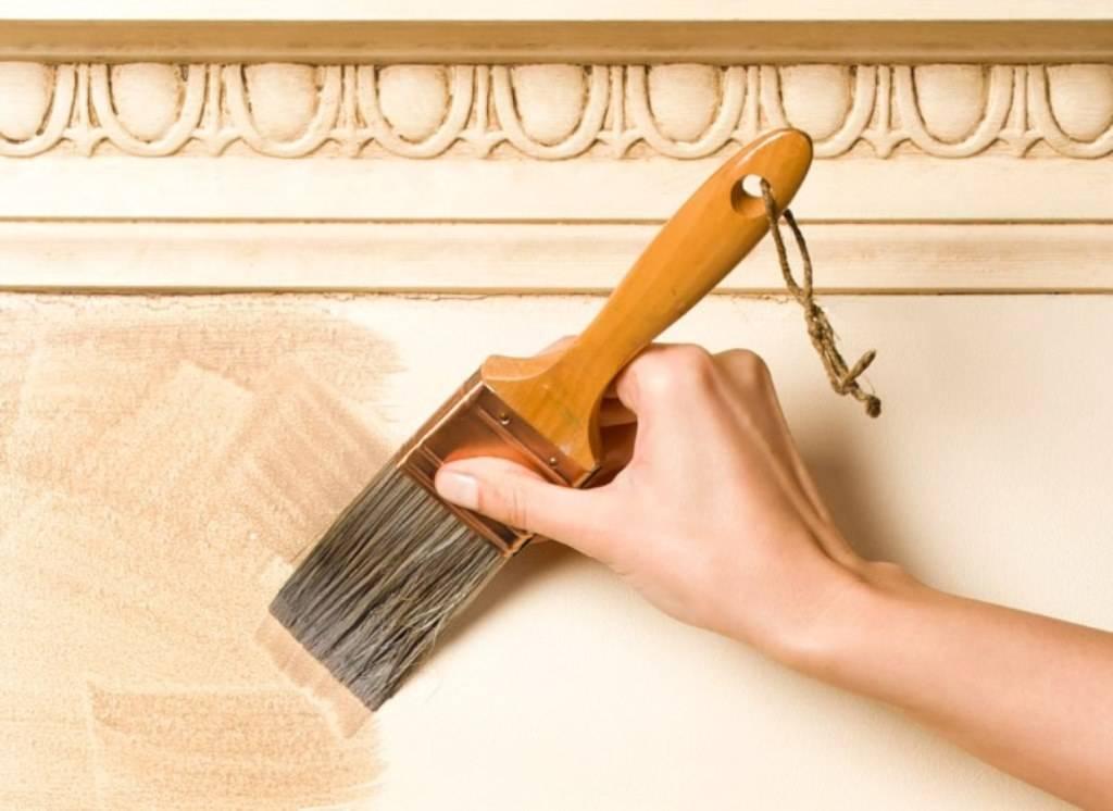 Дельные советы по окрашиванию потолочного плинтуса