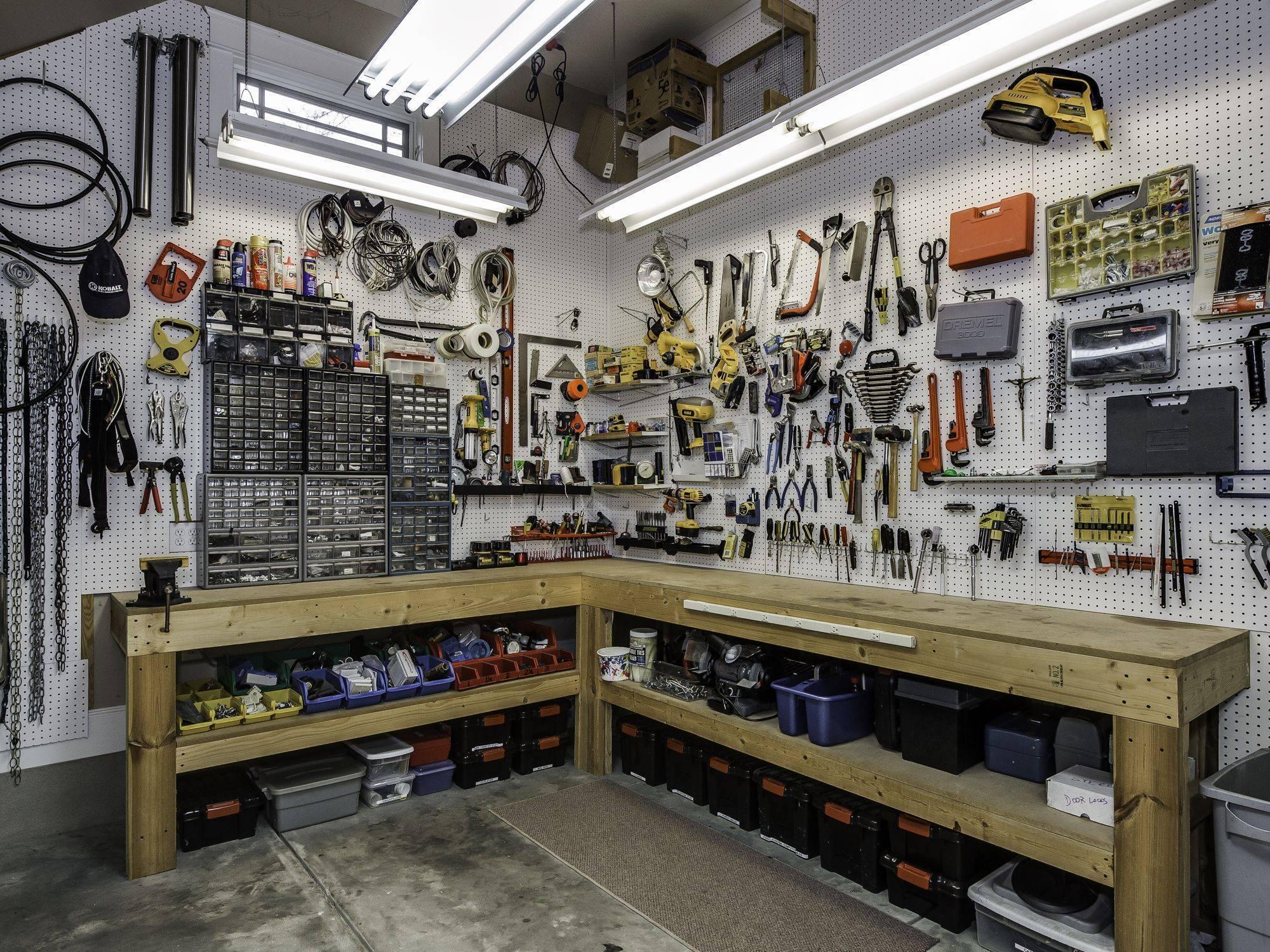 Правильное обустройство гаража своими руками
