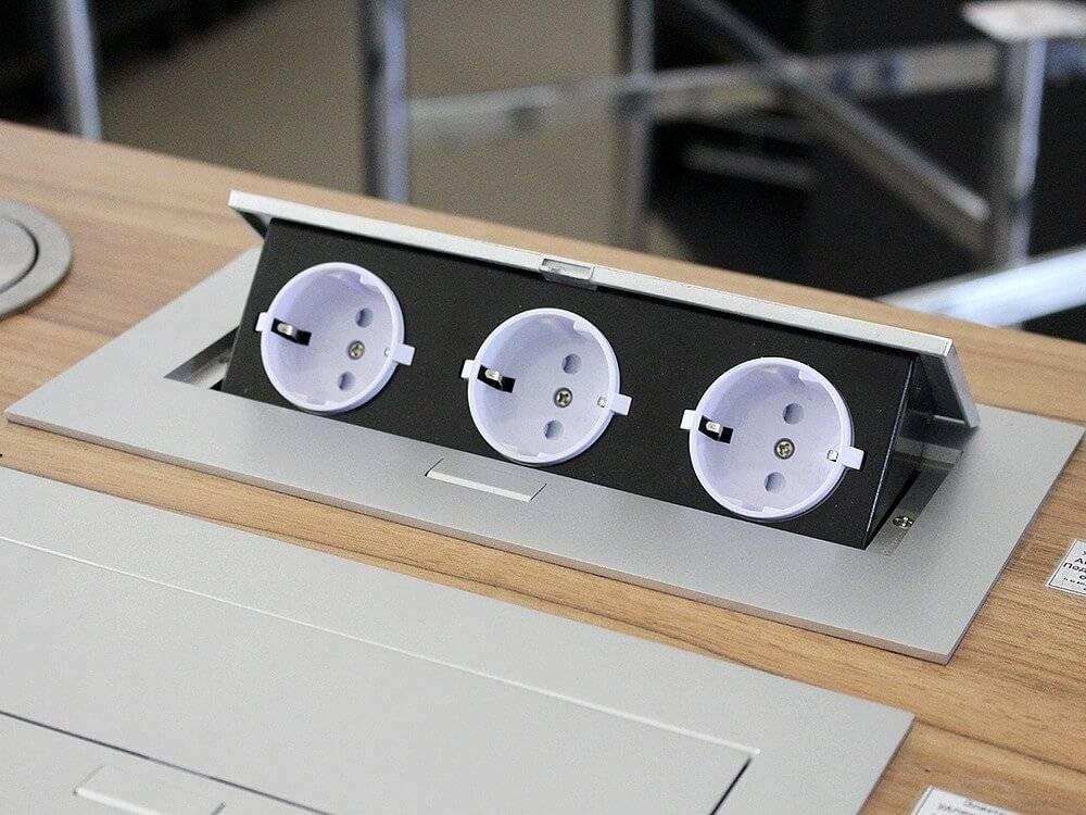 Встраиваемые розетки в столешнице: обзор решений и советы по монтажу (30 фото)