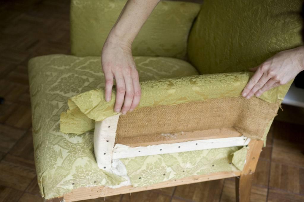 Как перетянуть диван своими руками пошагово
