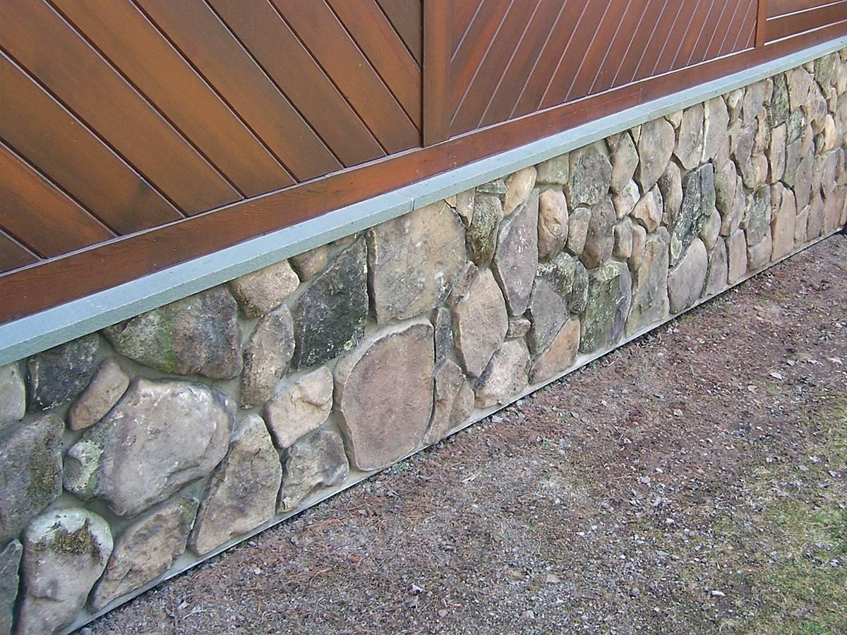 Природный камень для цоколя дома: выбор и облицовка фундамента своими руками (фото, видео)