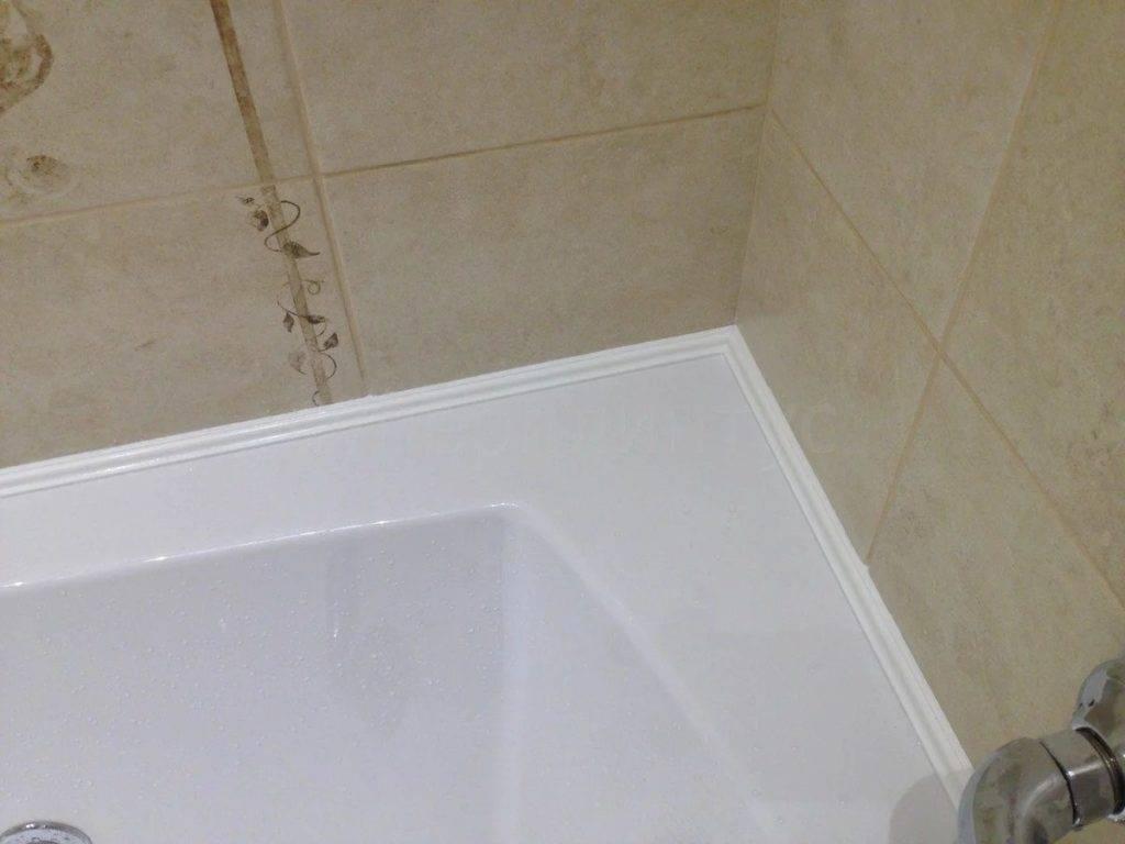 Как заделать щель между ванной и стеной - решение проблемы