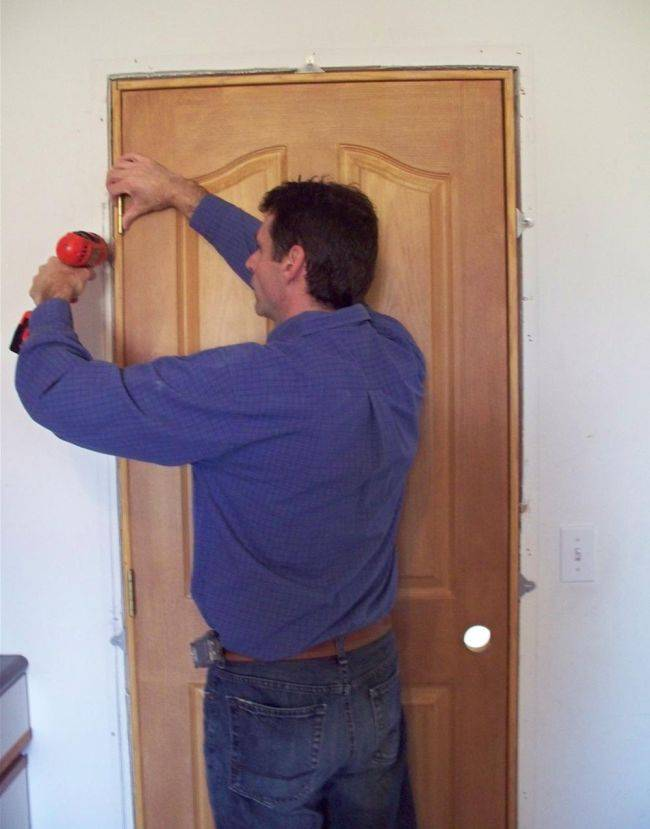 Установка межкомнатных дверей пошагово: фото, видео | сделай сам www.sdelay.tv