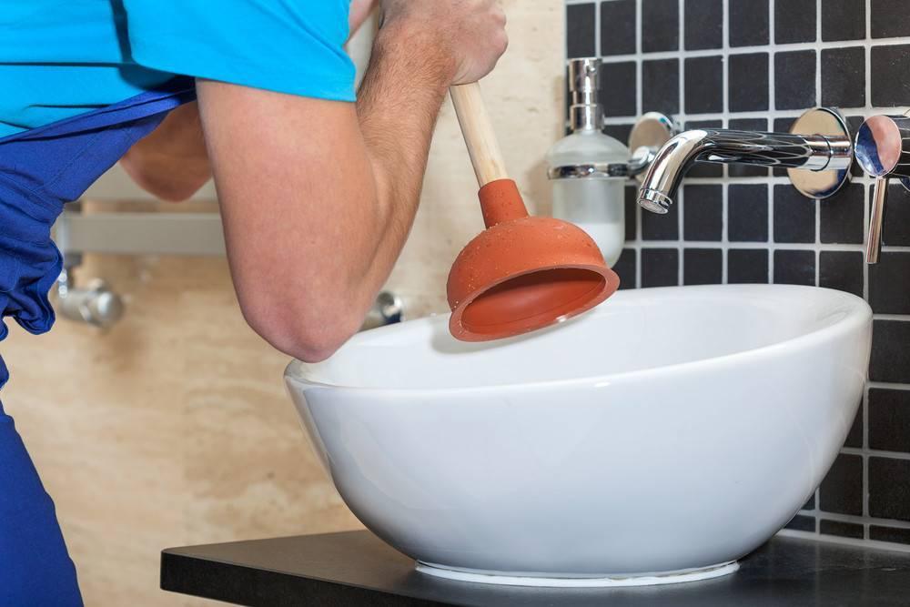 Как устранить засор в раковине: быстро, эффективно и без проблем.