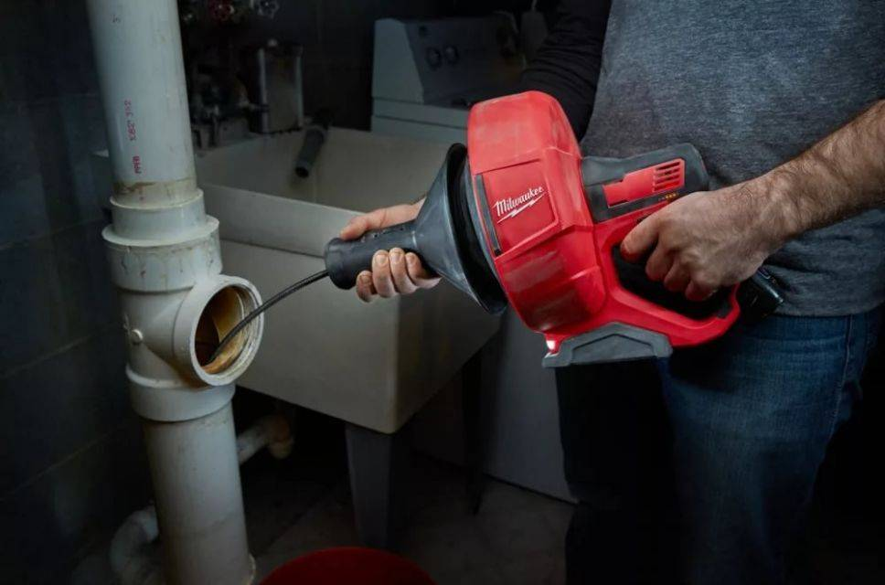 Простейший ремонт элементов систем водоснабжения и канализации в своем доме