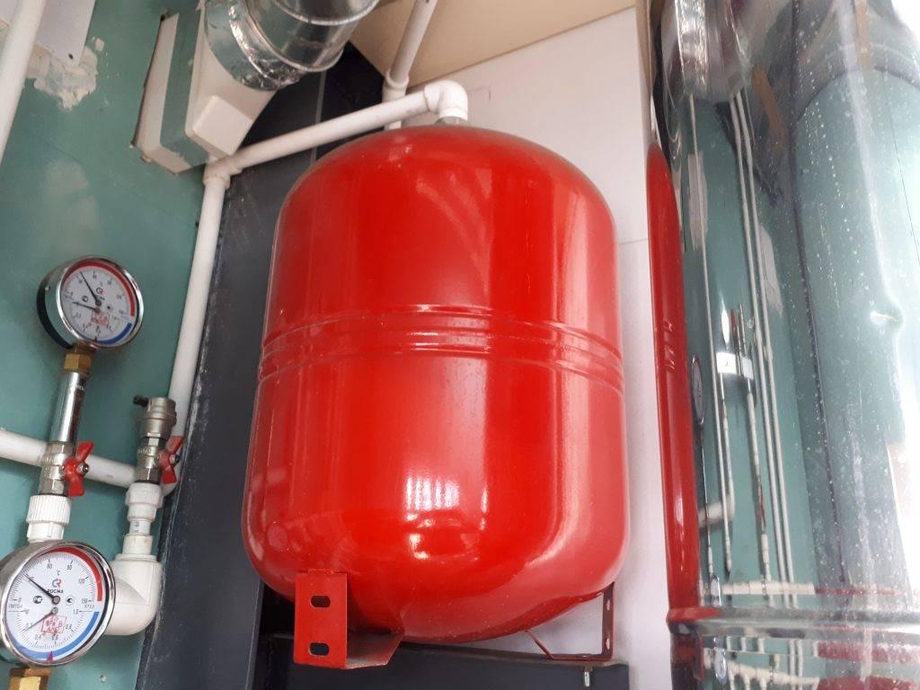 Расширительный бак для отопления: тонкости, варианты