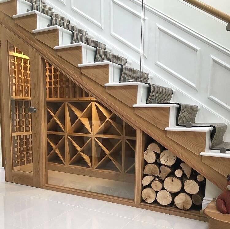 Как организовать пространство под лестницей: 150 современных идей