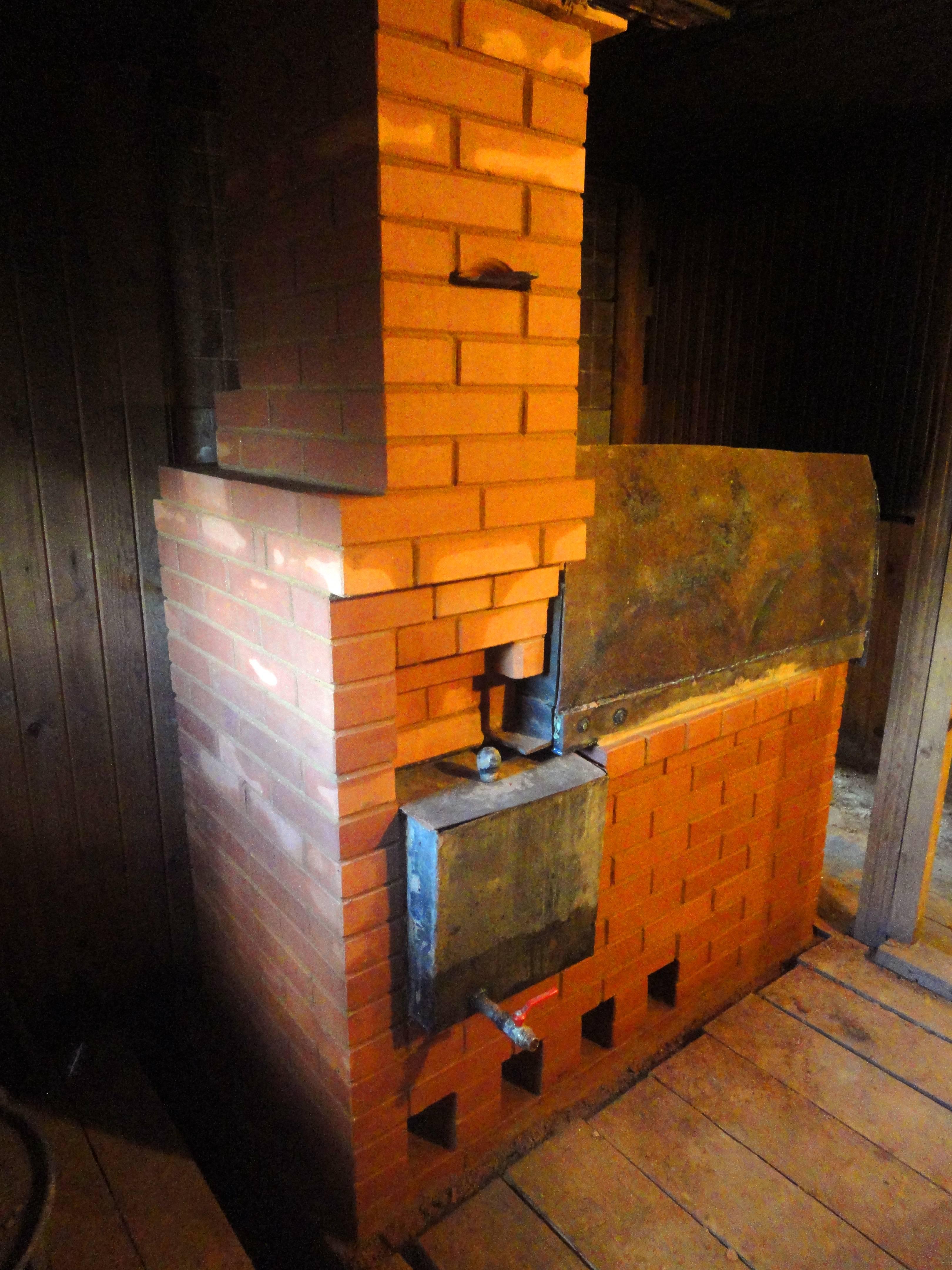 Кирпичная печь для бани с топкой из предбанника и баком для воды: как построить своими руками + фото и чертежи