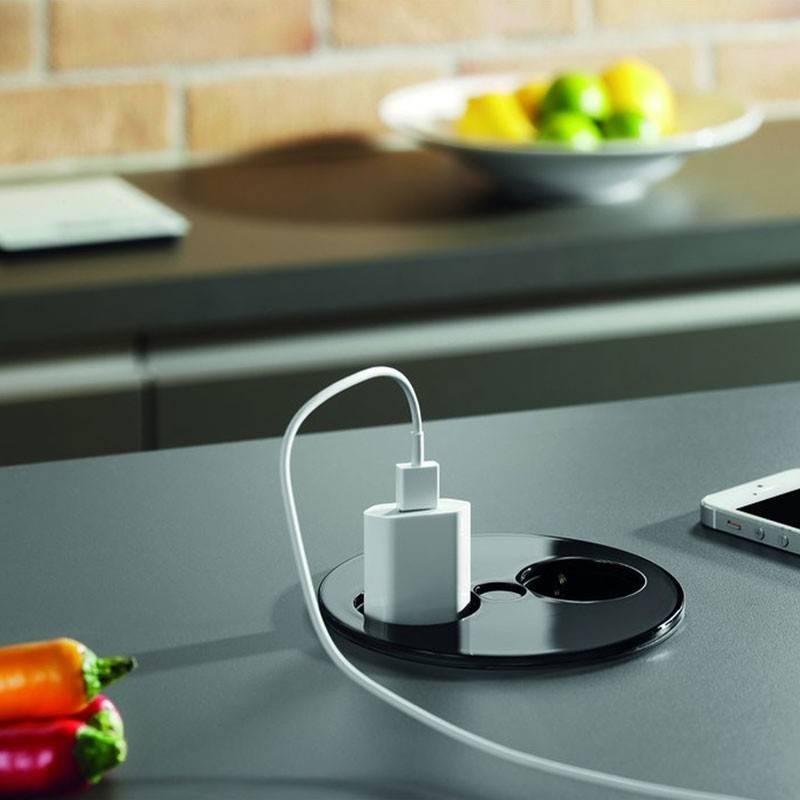 Розетки в столешнице на кухне (20 фото): характеристики встроенных кухонных моделей. особенности встраиваемых блоков. установка врезных розеток