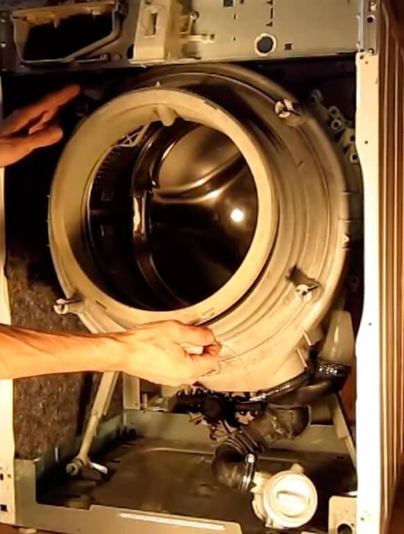 Не крутится барабан в стиральной машине indesit: возможные причины. почему стиральная машина набирает воду, но не крутит барабан?