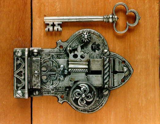 Самые надежные замки для входных металлических и деревянных дверей