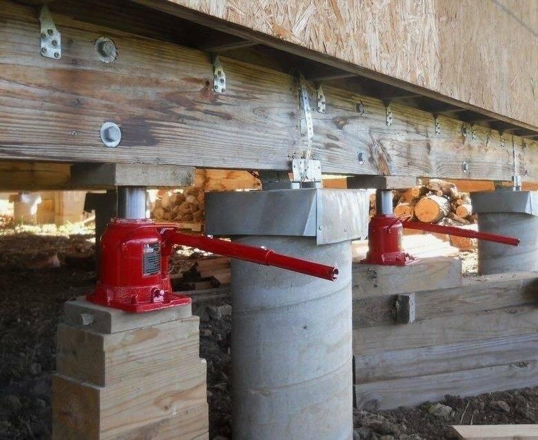 Как поднять деревянный дом для ремонта фундамента, видео,порядок выполнения работ