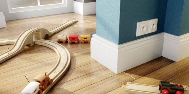 Как установить плинтус: пластиковый, мдф или деревянный - пошаговая инструкция