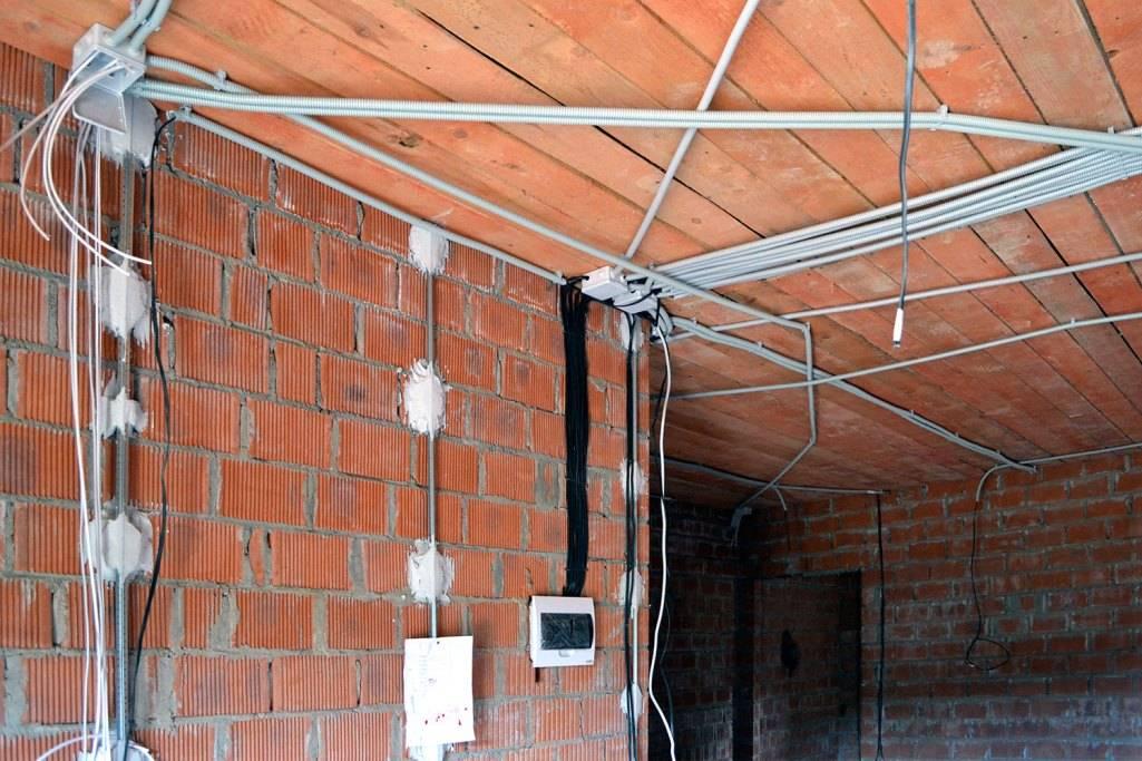 Электропроводка в доме своими руками: схемы, монтаж, правила укладки