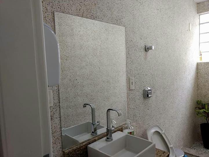 Обои для ванной комнаты – плюсы и минусы поклейки