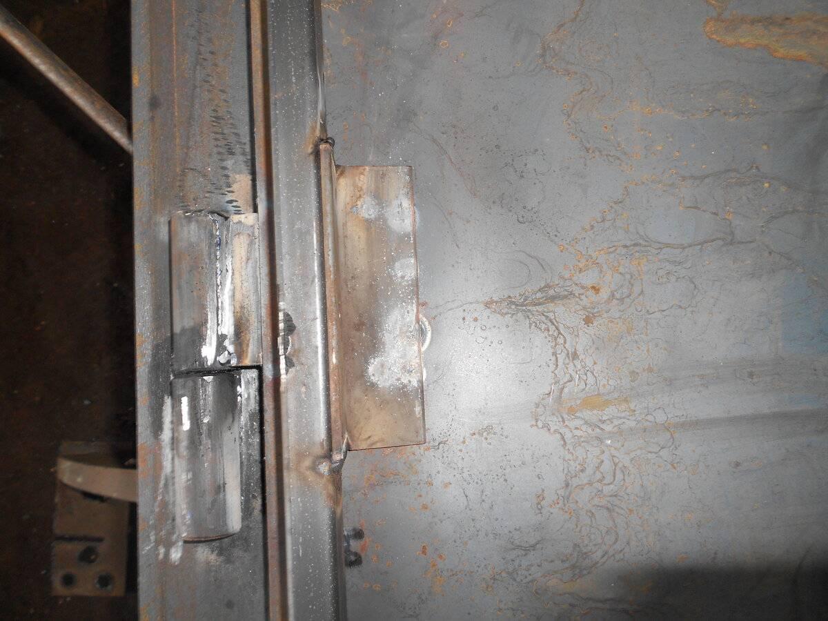 Как правильно приварить петли на ворота, калитку или металлическую дверь