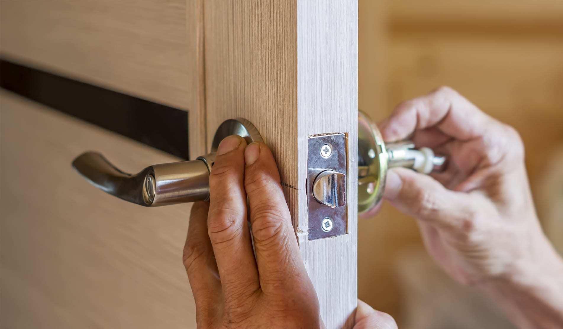 Как вставить стекло в межкомнатную дверь если оно разбилось самостоятельно